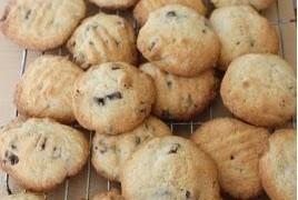 Beatos sausainiai su riesutais ir sokoladu