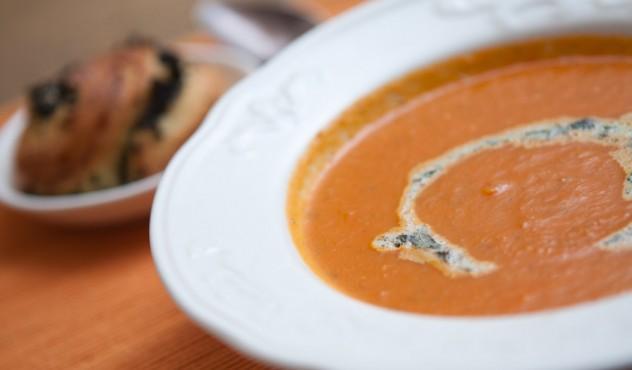 Beatos pomidorų sriuba
