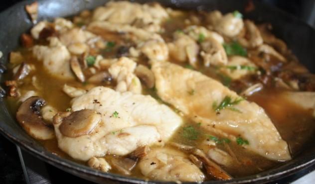 Beatos vištienos gabalėliai su marsala ir grybais