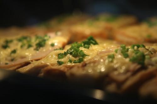 Beatos karšti sumuštiniai su sūriu ir kumpiu