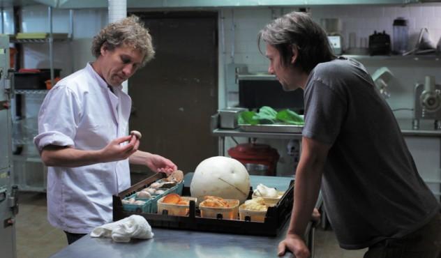 Filmo herojus užsiima grybų rinkimu, juos pardavinėja New Yorko restoranams