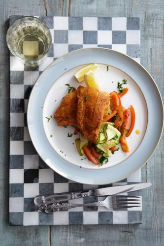 Beatos traški žuvies file su cukinijomis ir paprikomis