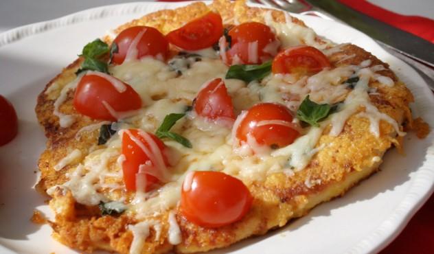 """Vištienos kepsnys su sūriu """"Žalgiris"""", vyšniniais pomidorais ir baziliku"""