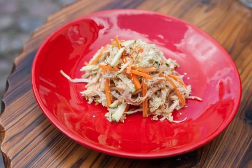 Kiniškos salotos su vištiena