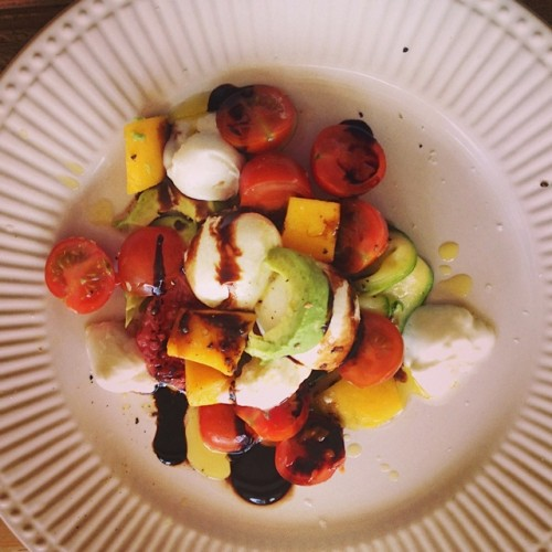 salotos su bufala_Beatos virtuve