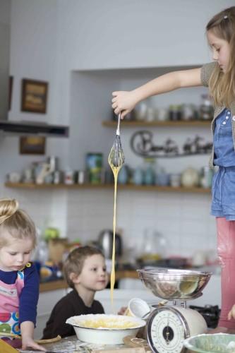 vaikai virtuveje