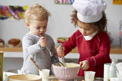 Vaikai gamina kartu