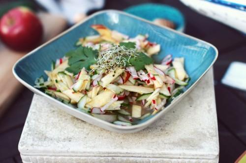 Ridikeliu, agurku ir obuoliu salotos3_Beatos virtuve