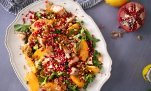 Beatos virtuvezuvies salotos su lasisa ir granatais