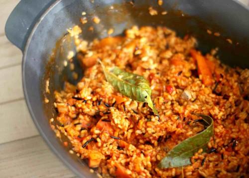 Beatos virtuve_nauji trintu pomidoru padazai_plovas