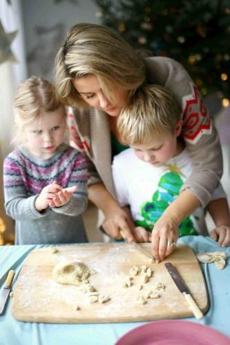 Vaikai gamina kuciukus_Beatos virtuve