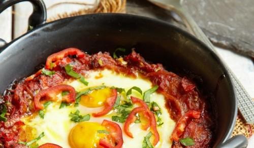 Huevos rancheros, arba Kiaušiniai su pomidorų troškiniu