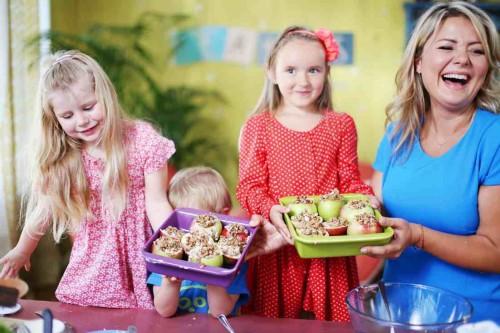 Beatos virtuve_vaikai_obuoliai su idaru