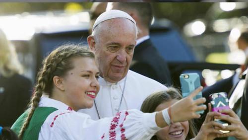 selfis su popieziumi_Amerika