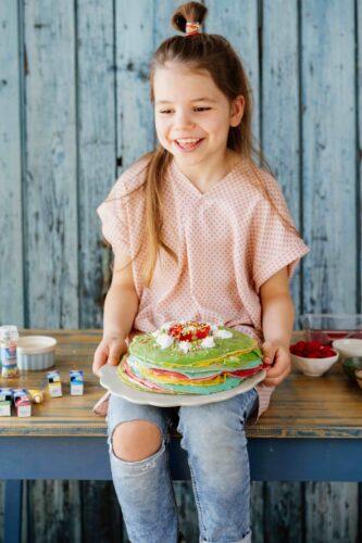 spalvotų lietinių tortas